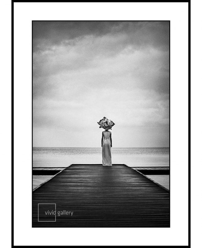 Vivid_Gallery_Szymon_Brodziak_Molo_solo_white